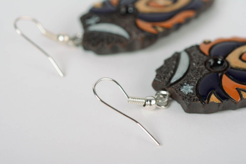 Глиняные серьги расписанные эмалью ручной работы яркие женские в виде листиков фото 5