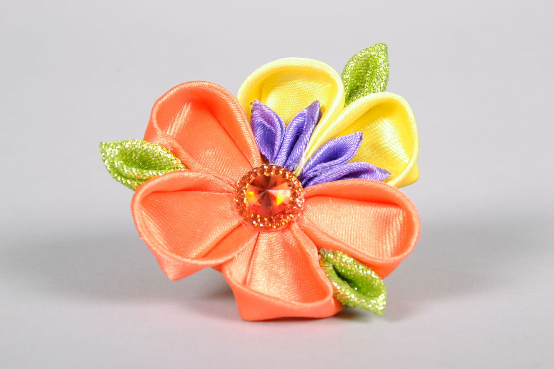 Kanzashi flower scrunchy photo 3