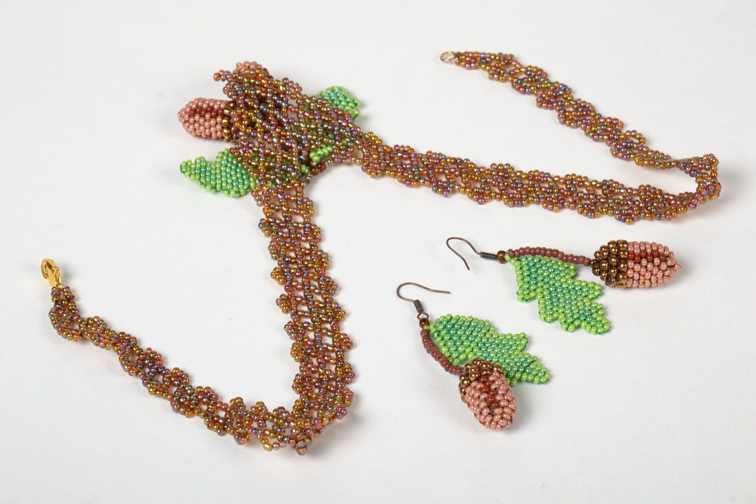 Beaded necklace and earrings photo 4