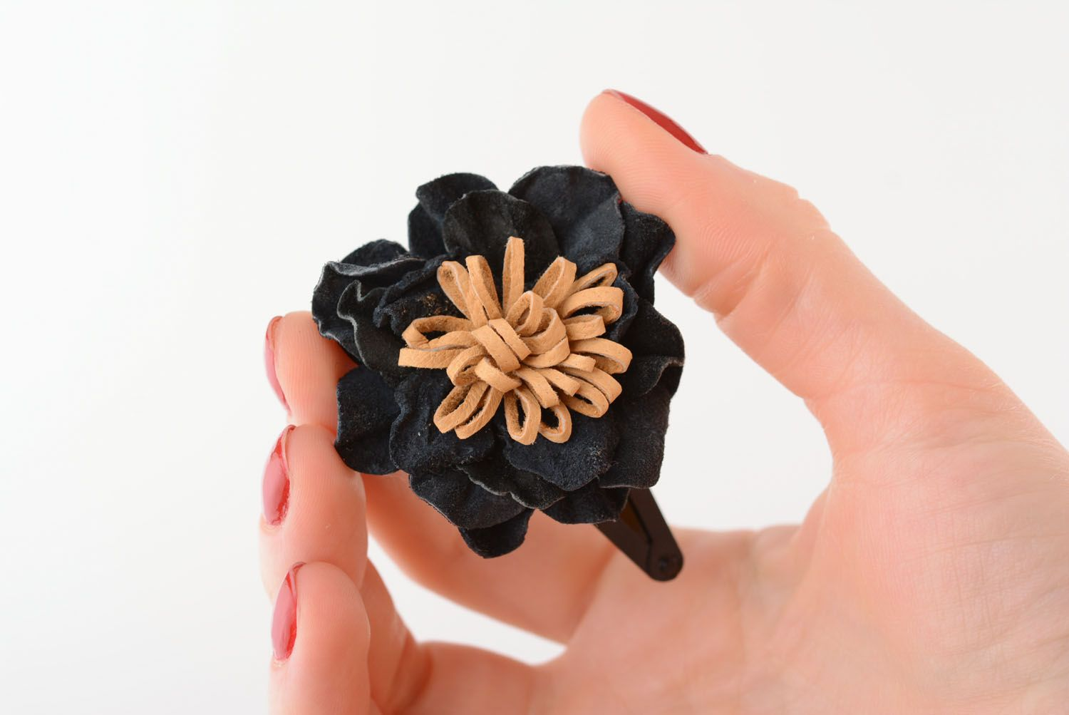Small hair clip with leather flower photo 1