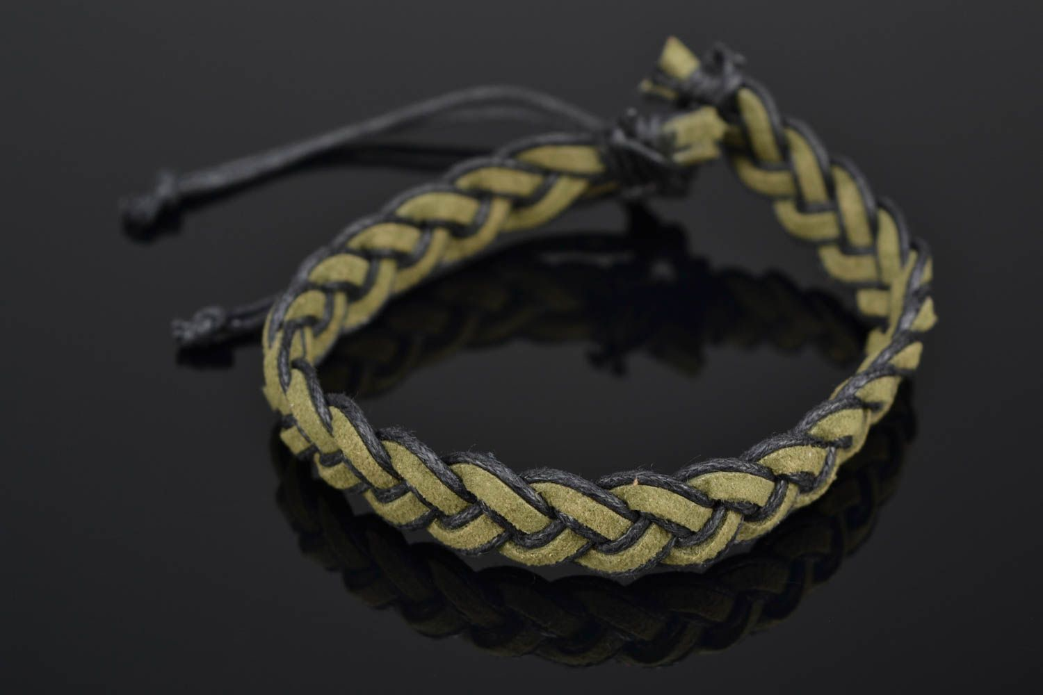 Green woven natural suede bracelet photo 1