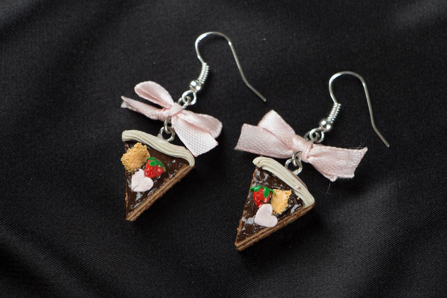 Earrings with charms in the shape of cakes photo 1