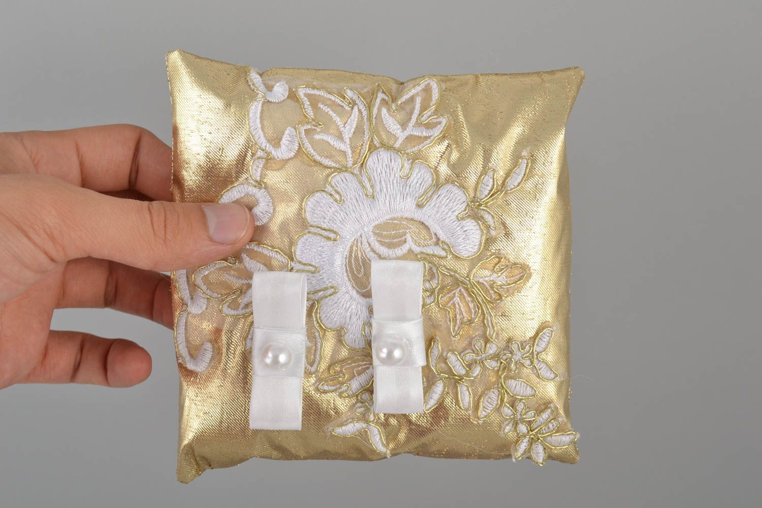 Details about  /HAND MADE WEDDING RING PILLOW//DUCHESS SATIN//GOLD//HEARTS//19x19cm//7.5/'/'x7.5/'/'