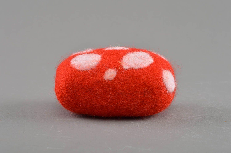 MADEHEART > Jolie éponge pour douche rouge blanc en laine faite ...