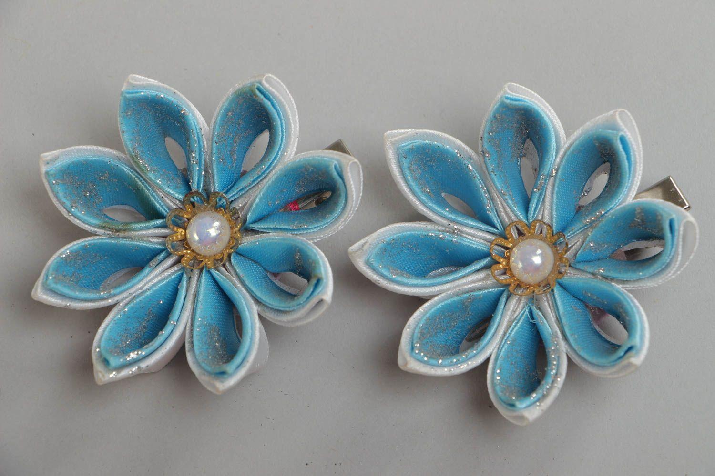 Набор заколок для волос из атласных лент хэнд мэйд в виде голубых цветов 2 шт фото 2
