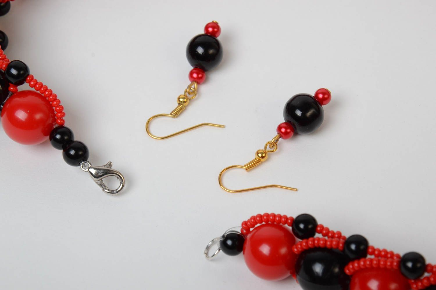 Red and black handmade designer beaded jewelry set 2 pieces unusual earrings and necklace photo 3