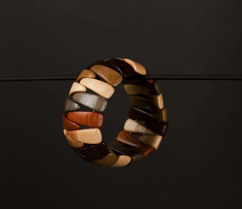Деревянный браслет на руку фото 1