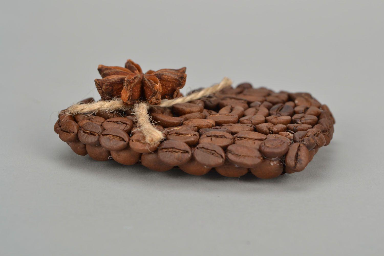 Fridge magnet made of coffee beans photo 4