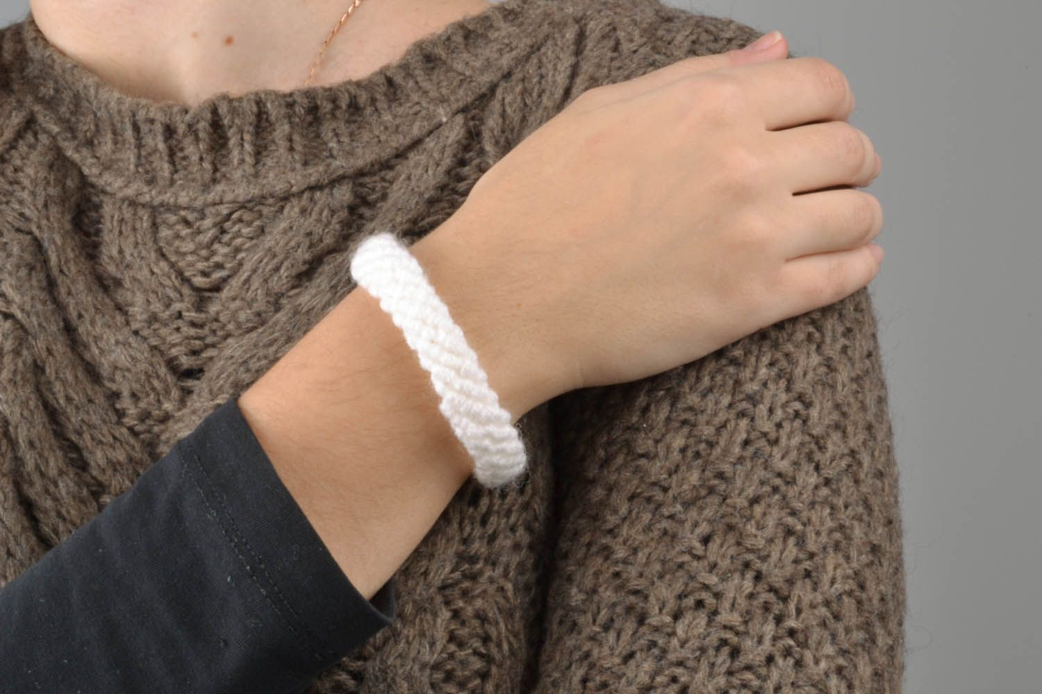 White braided bracelet photo 1