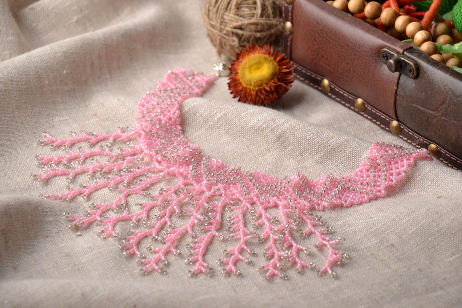 Pink beaded necklace photo 1