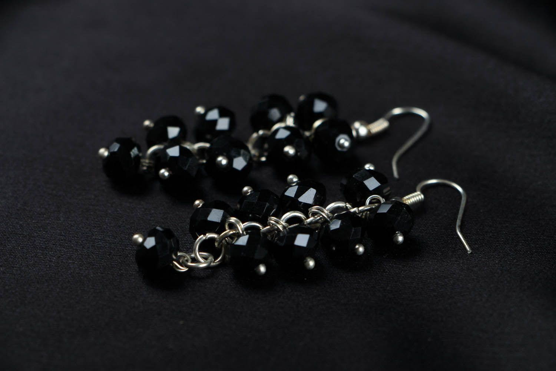 Schwarze lange Ohrringe mit Kristall foto 2