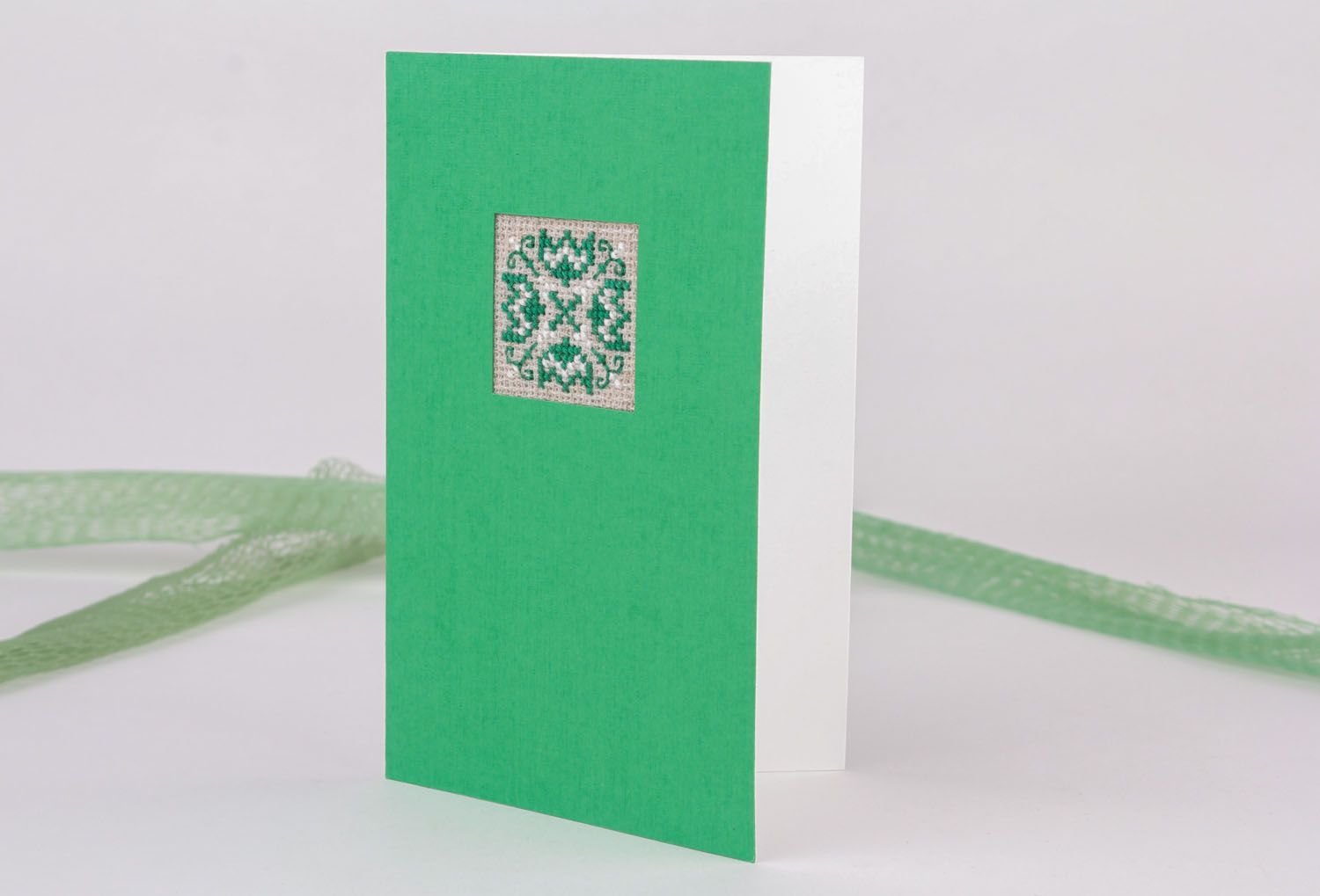 Green embroidered greeting card photo 1