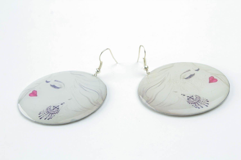Earrings made of epoxy resin photo 3