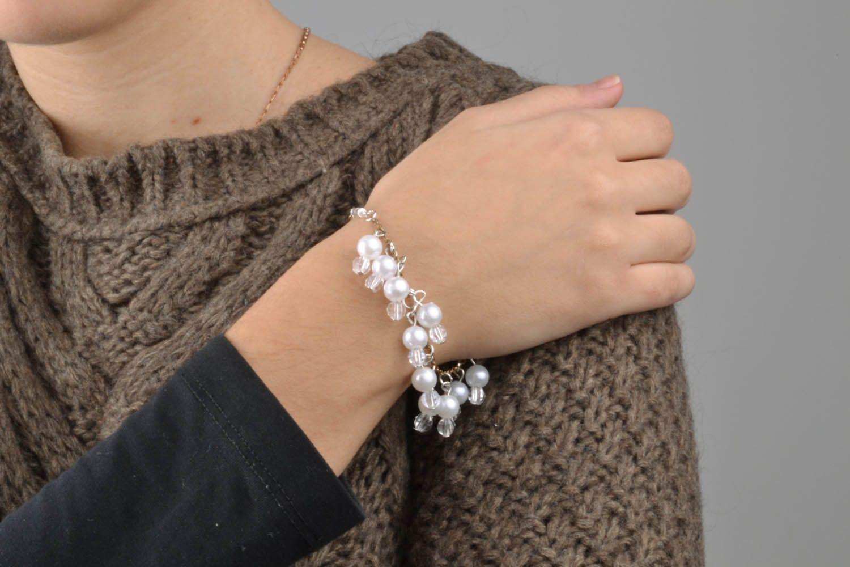Bracelet made of white beads photo 2