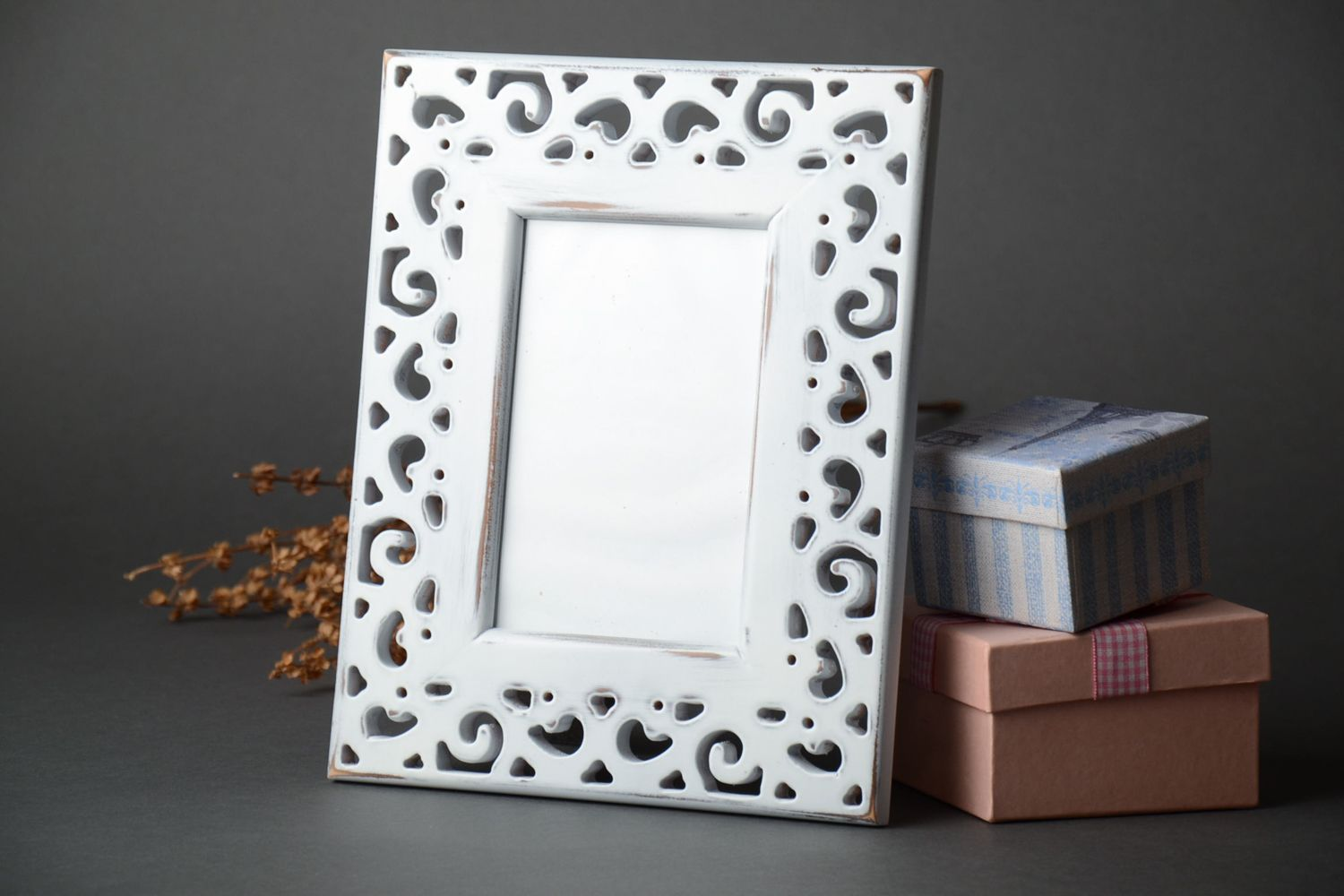 Light wooden photo frame with carving 10x15 photo 1