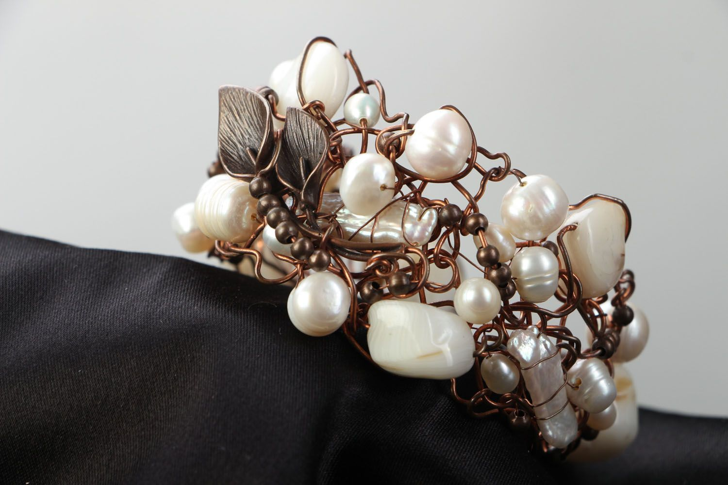 Copper bracelet with pearl and nacre photo 2
