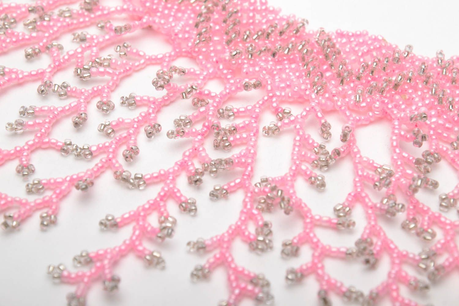Pink beaded necklace photo 4