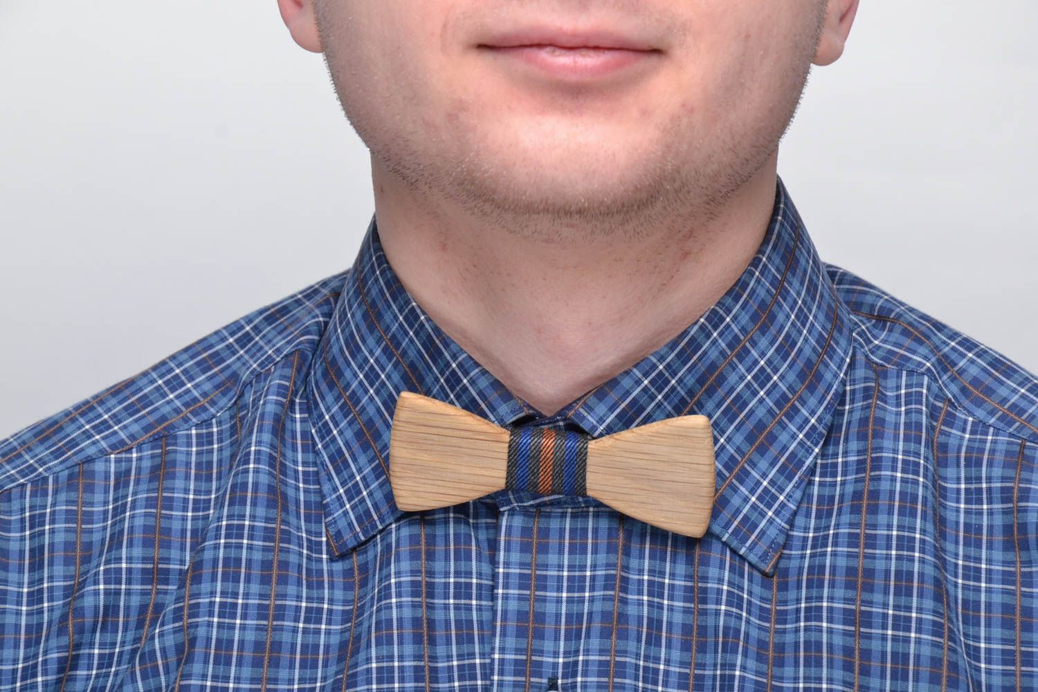 Handmade wooden bow tie photo 2