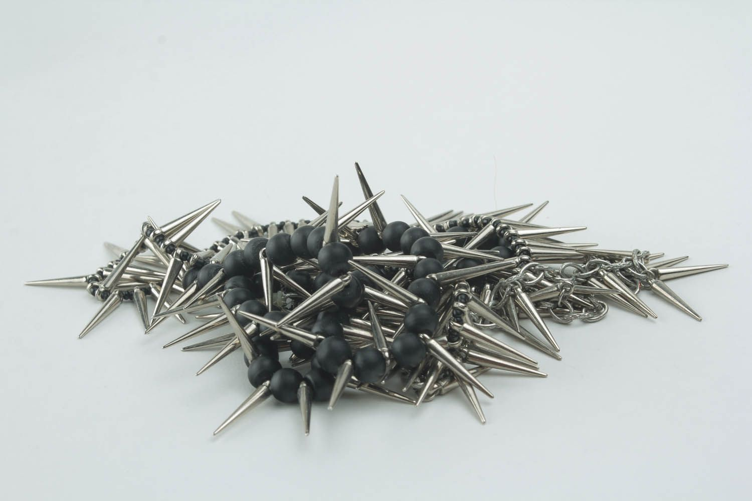Unique metal necklace with spikes photo 2