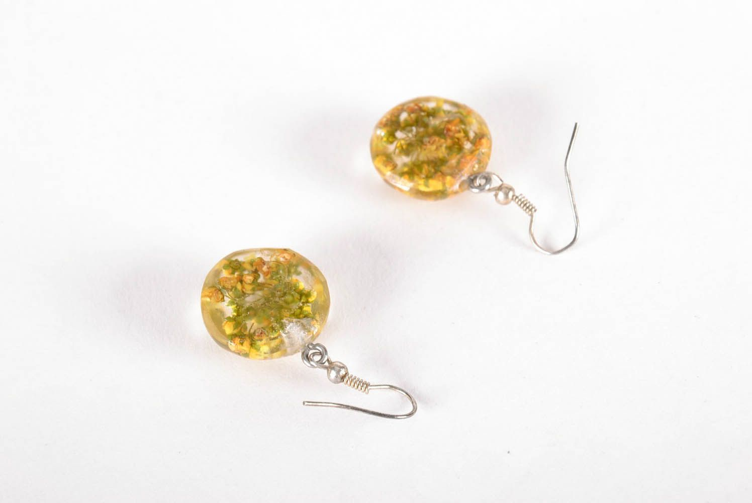 Earrings with dried flowers in epoxy resin photo 3