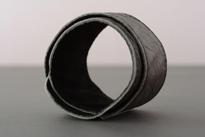 Graues Armband aus Leder foto 3