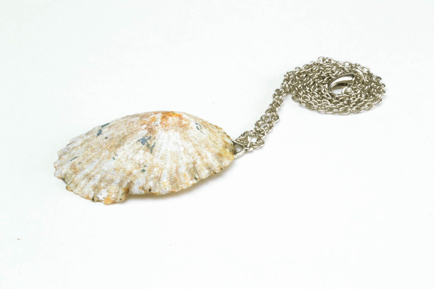 Pendant in the form of a shell photo 3