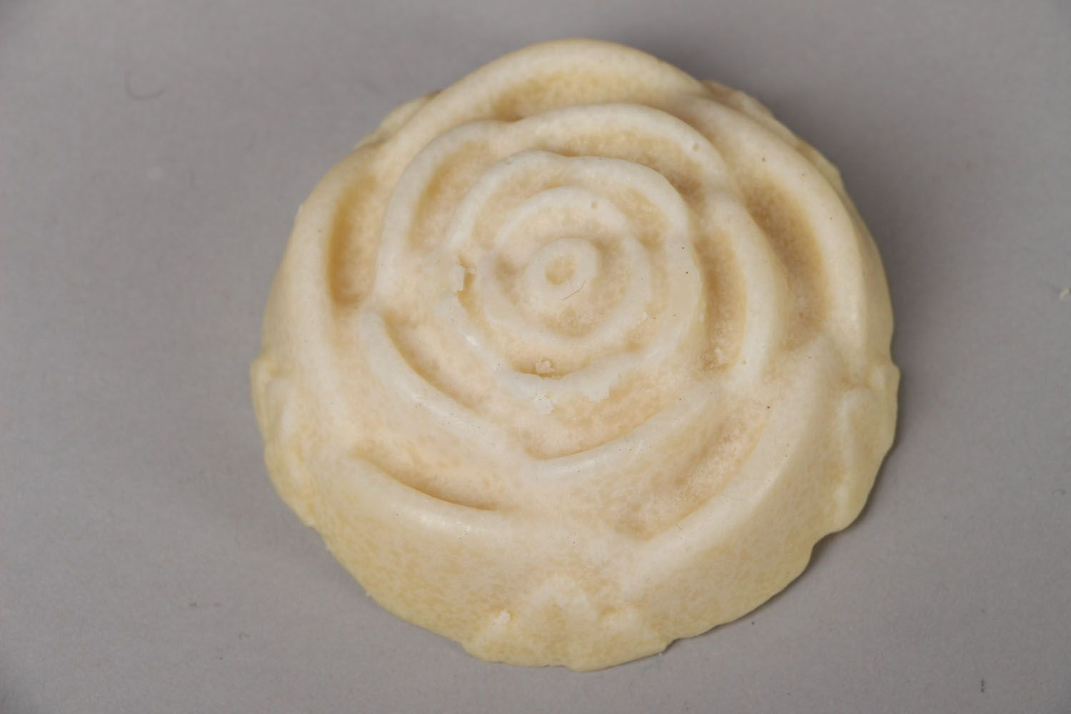 Plate-cream in the shape of rose photo 1