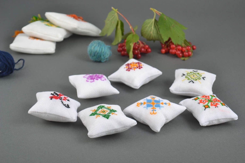вышивка подушечек для иголок пожелание