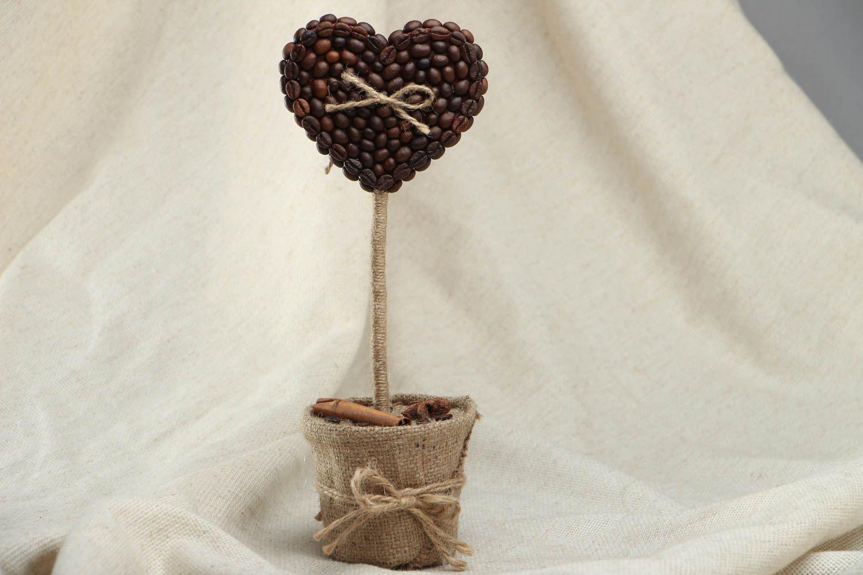 Heart-shaped coffee topiary photo 1