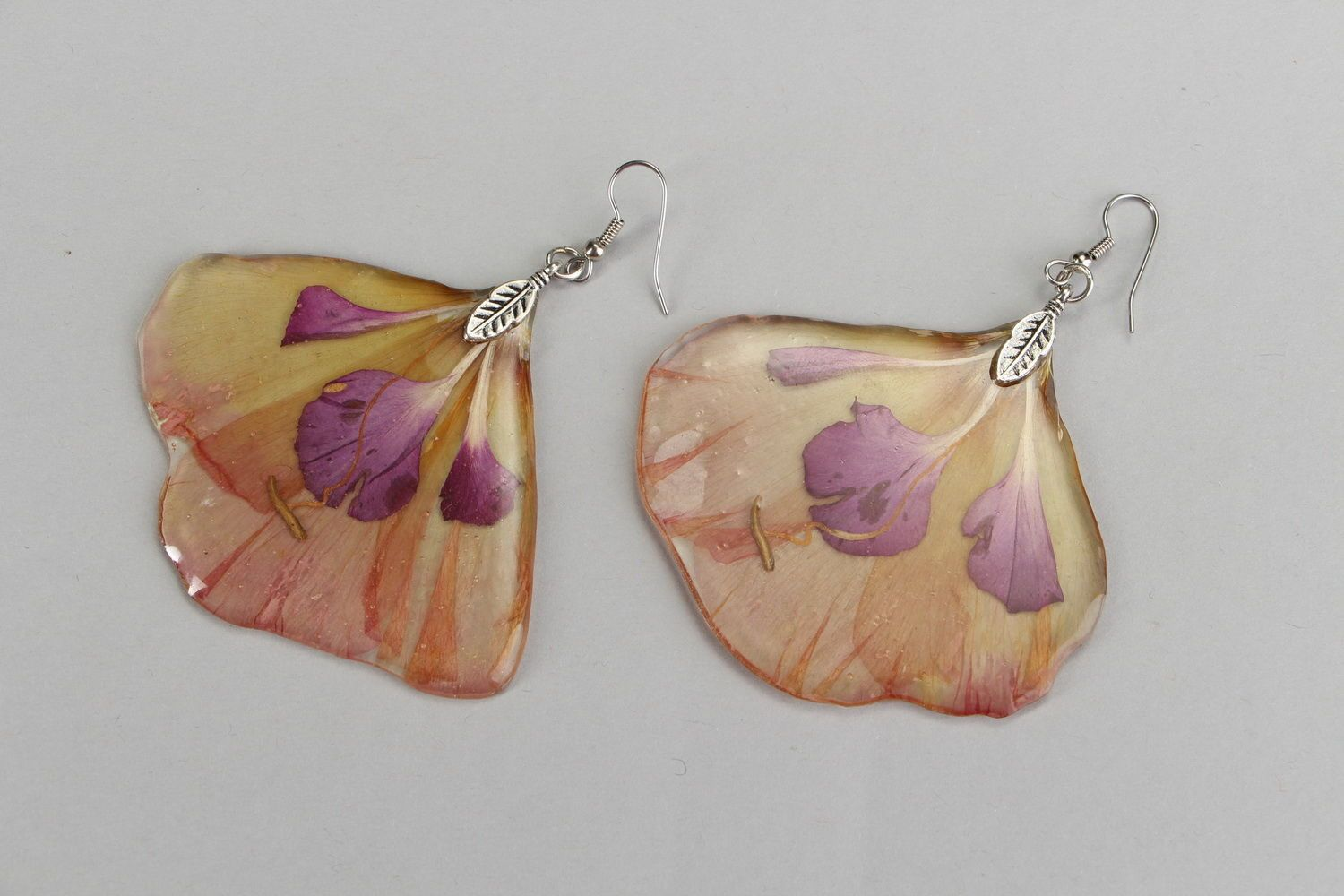 Earrings with epoxy Peruvian lily photo 1