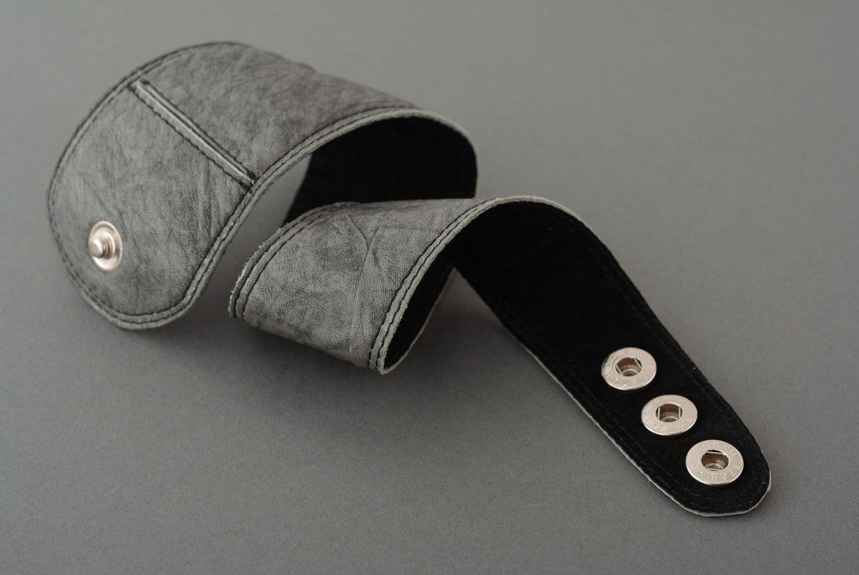 Graues Armband aus Leder foto 4