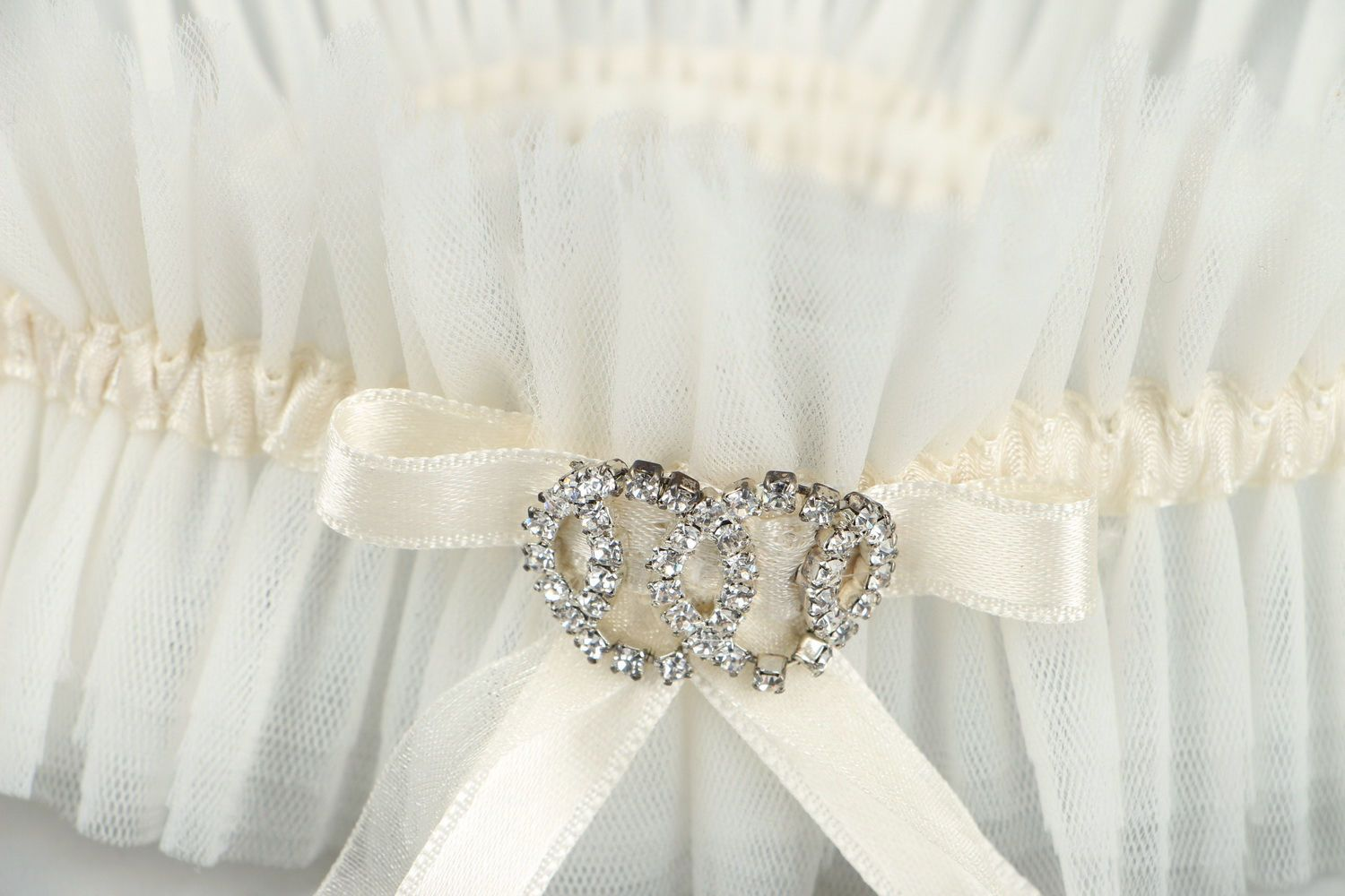 clothes Garter for the bride with Austrian rhinestones - MADEheart.com