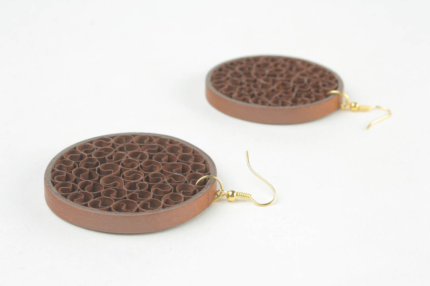 Round paper earrings of brown color photo 3