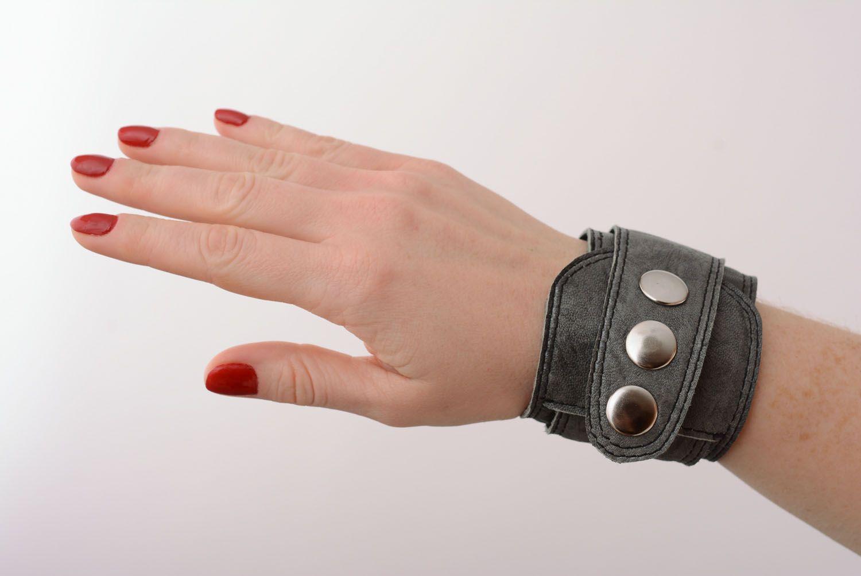 Graues Armband aus Leder foto 1