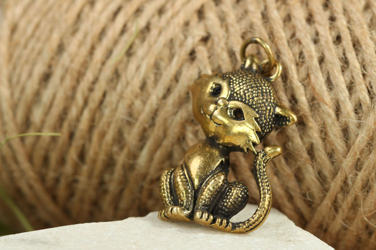 Bronze pendant in the shape of kitty Miss Charm photo 4