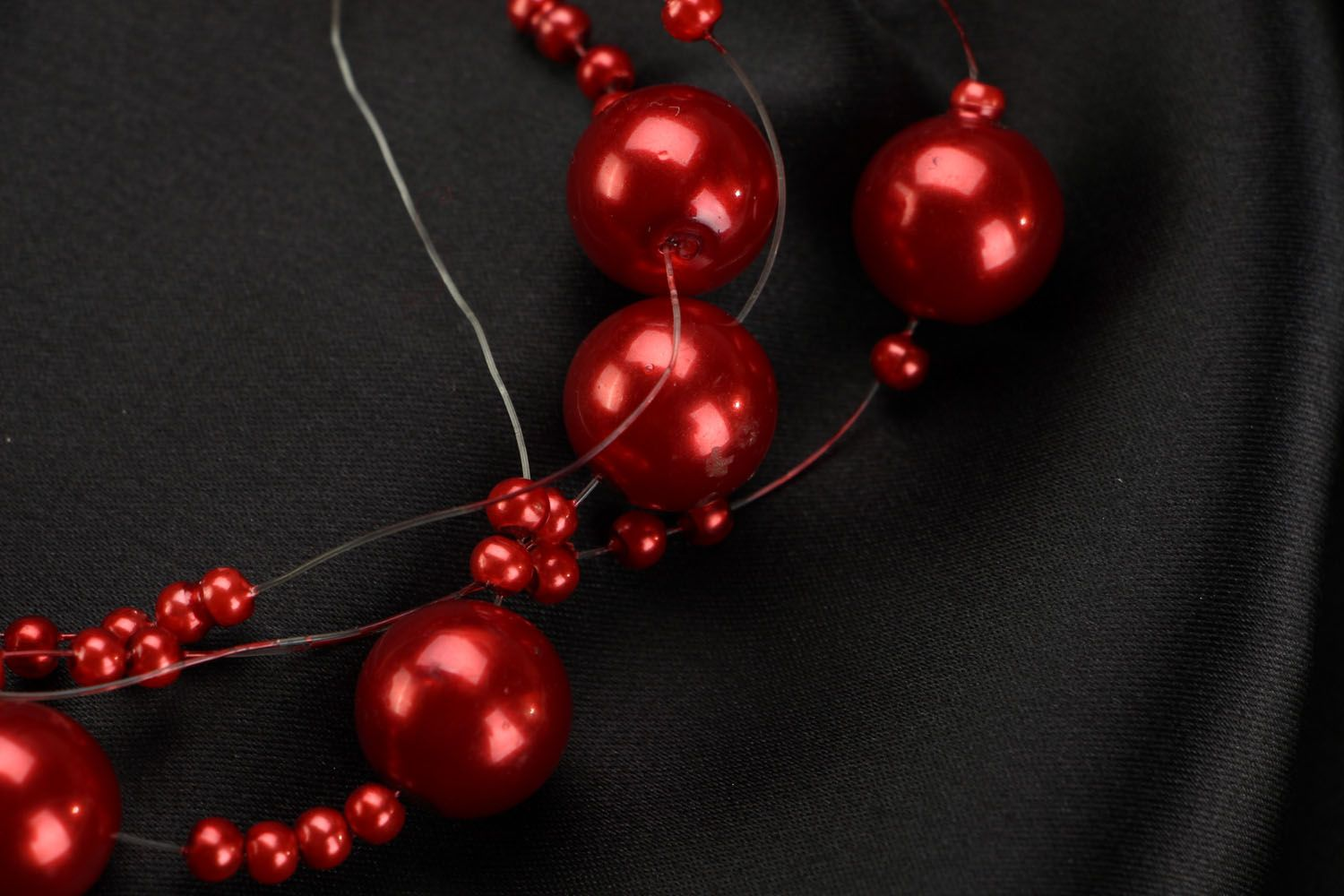 Red bead necklace photo 3