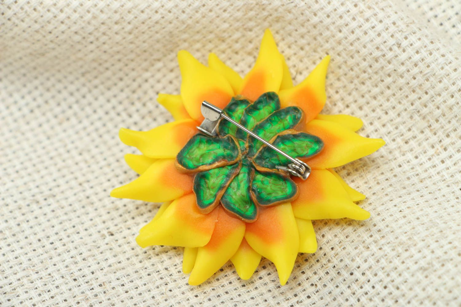 Women's plastic brooch in the shape of sunflower photo 3