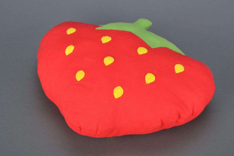 madeheart coussin jouet d coratif fait main fraise. Black Bedroom Furniture Sets. Home Design Ideas