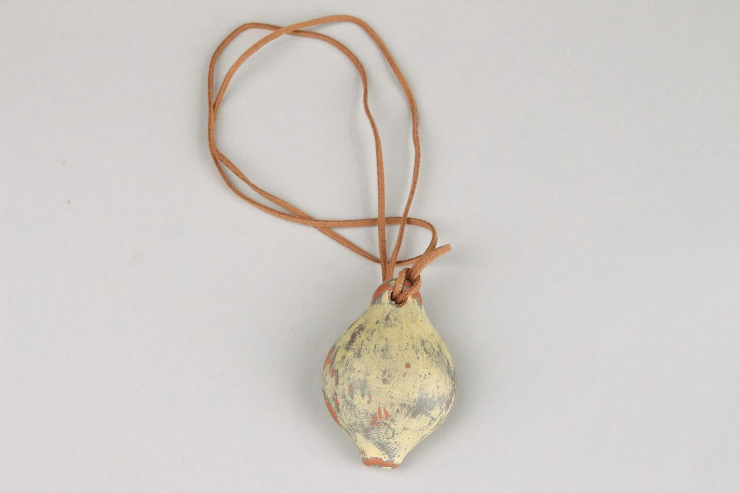 Ceramic pendant in the form of tin whistle photo 2