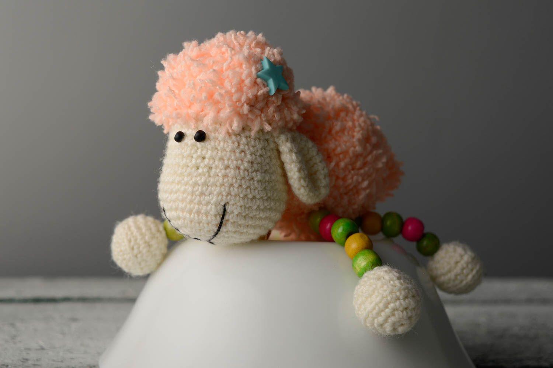 Juguete tejido con forma de oveja foto 1