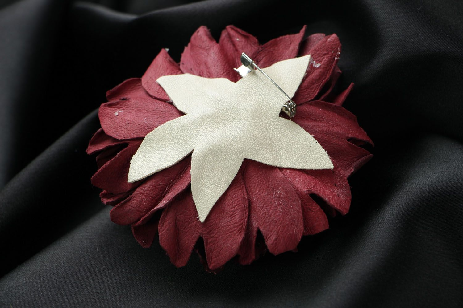 Large leather brooch photo 3