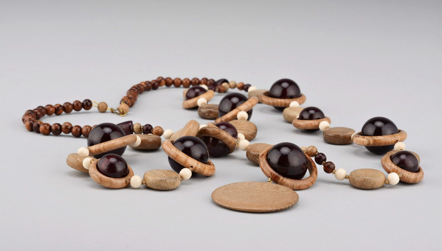 Wooden beaded necklace with clasp photo 1