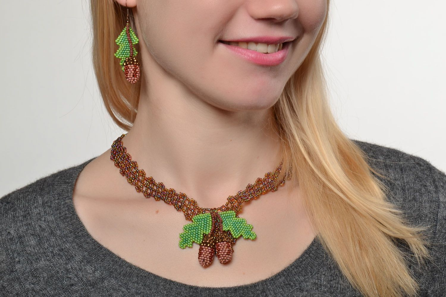 Beaded necklace and earrings photo 5