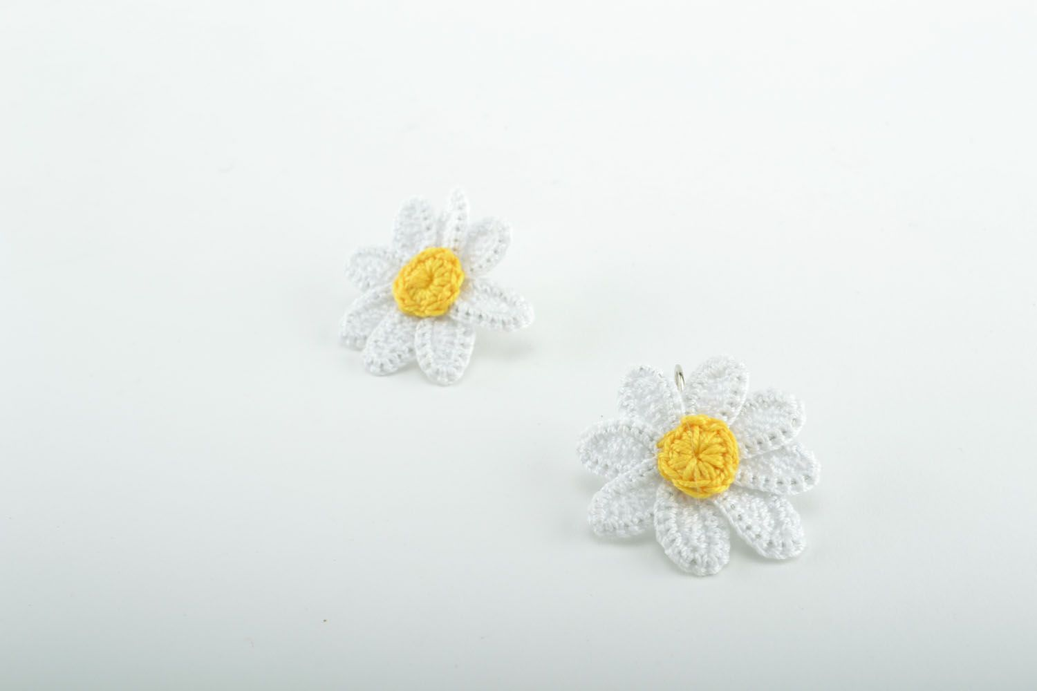 Earrings in the shape of camomiles photo 2