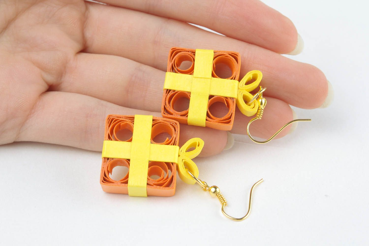 Unusual papr earrings made using quilling technique photo 5