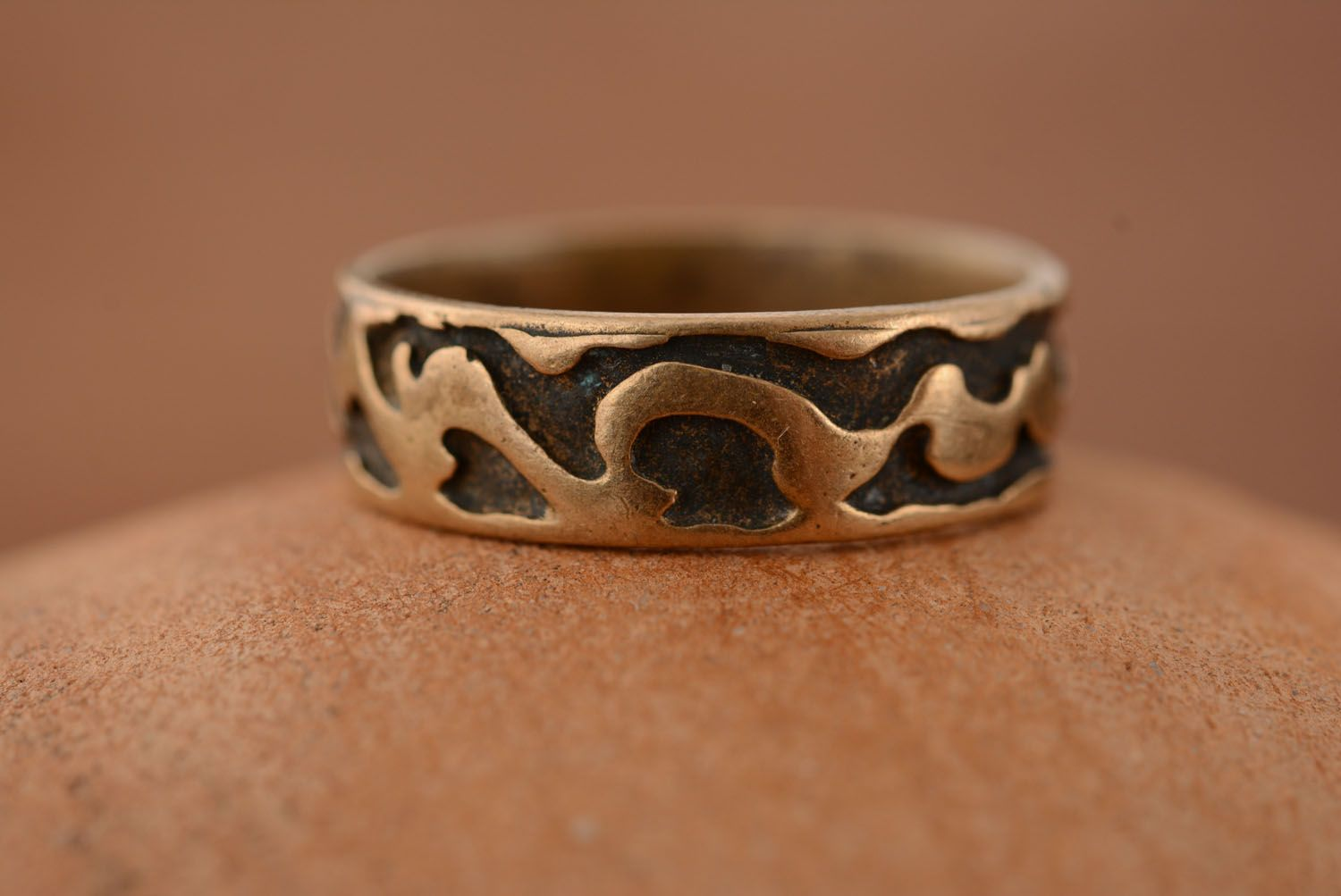 Plain bronze ring photo 2