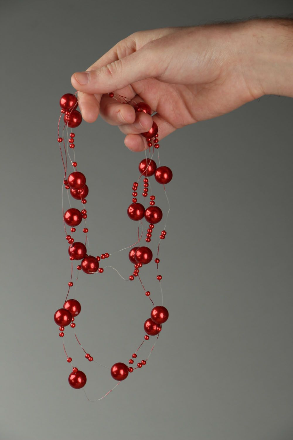 Red bead necklace photo 4
