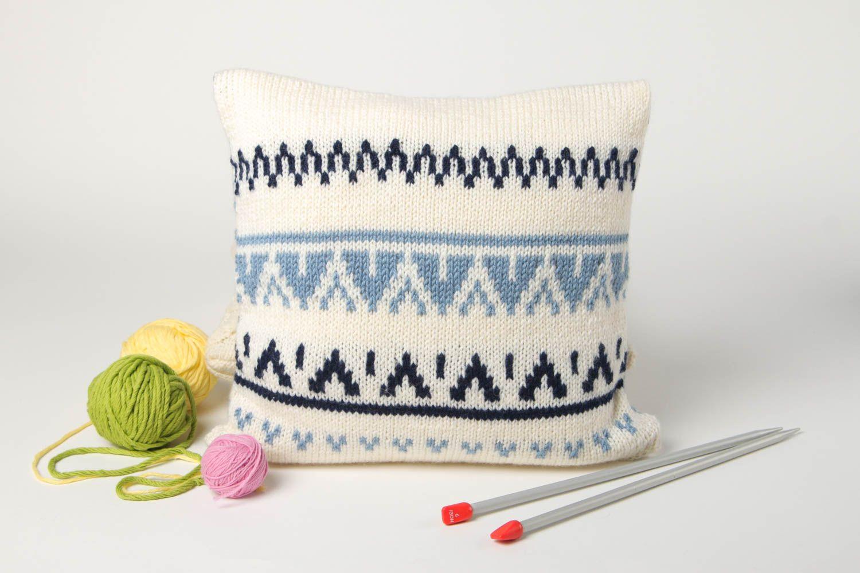 Вязание диванной подушки спицами