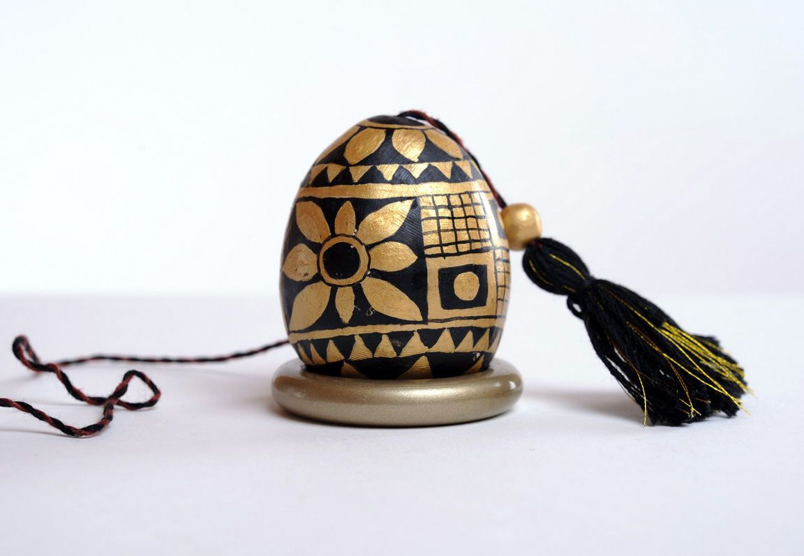 ceramic easter eggs Ceramic egg with cord - MADEheart.com