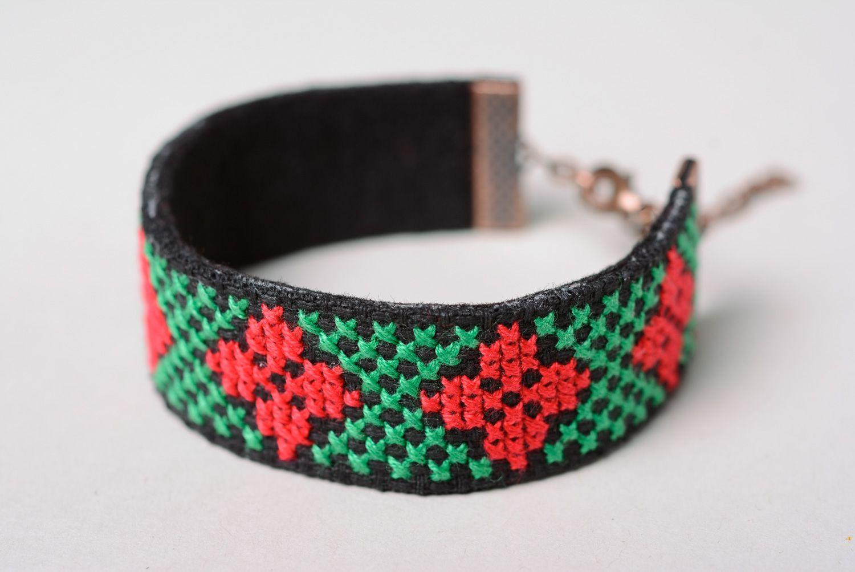683befd81f8e pulseras textiles Pulsera bordada a mano de estilo étnico - MADEheart.com